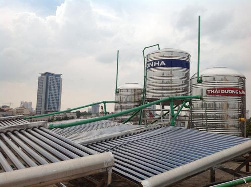 Vị trí máy lắp đặt máy nước nóng năng lượng mặt trời tiêu chuẩn